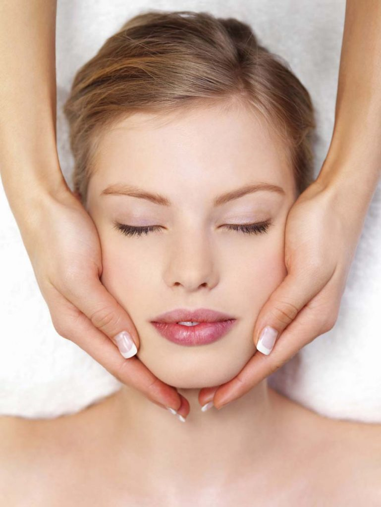 Veido-priešraukšlinis-–-atpalaiduojantis-masažas-Asvi-grožio-terapijos-studija